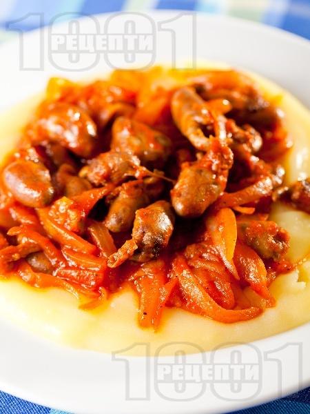 Задушени пилешки сърца с лук и домати - снимка на рецептата